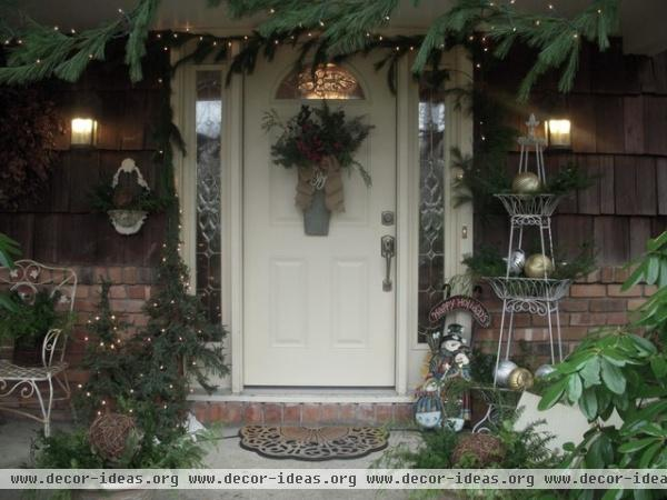 Holiday Decor - traditional - entry - new york