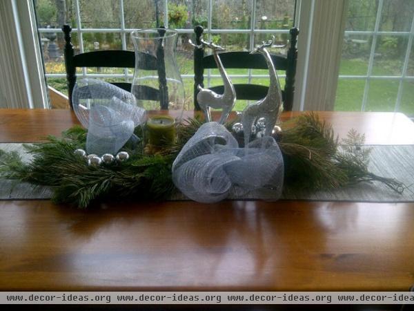 Kitchen Table Christmas Decor - traditional - dining room - toronto