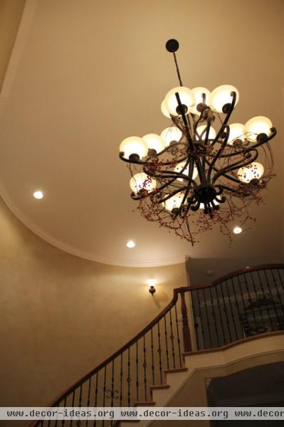 Grapvine and Berry Garland in the Foyer Chandelier - traditional - entry - seattle