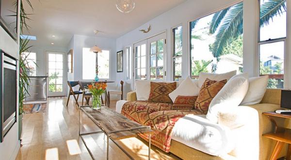 houzz tour: thrifty tlc transforms a beach bungalow - decor ideas