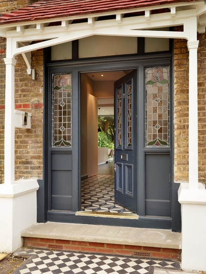Exploring architecture discover the secrets of edwardian for Front door enters into kitchen