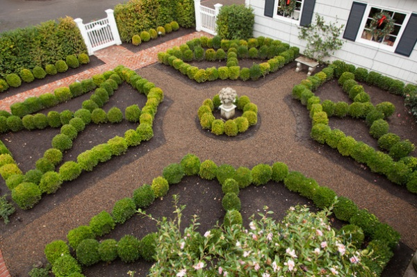 Boxwood still shape shifting after 350 years decor ideas for Large square garden design ideas