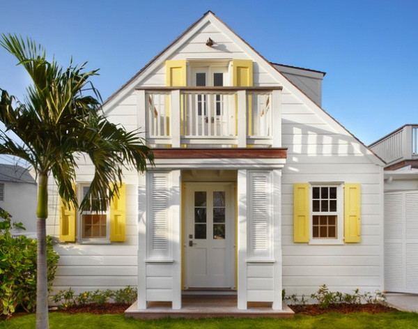 10 small space tips from beach cottages decor ideas for Cottage style exterior shutters