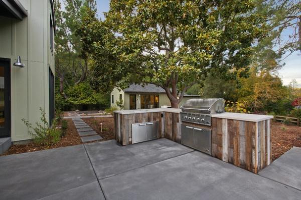 Farmhouse Patio by Hughes Construction, Inc