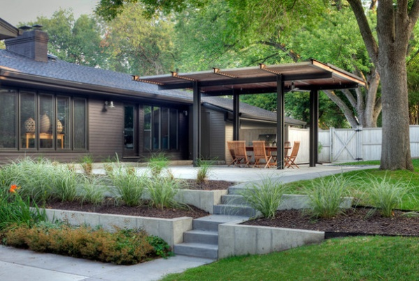 Contemporary Landscape by Steven Ginn Architects LLC