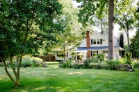 My Houzz: Lush Landscaping Creates an Idyllic, Personalized Garden